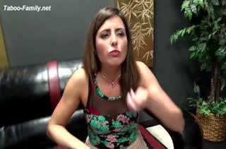 Классное порно видео с фигуристой мамашей 2729