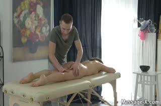 Порно видео на мобильный телефон в массажном кабинете 2057