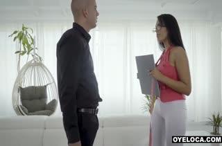 Молоденькие шлюшки любят секс забавы 26