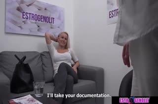 Девушка решила попробовать себя в порнушке 2300