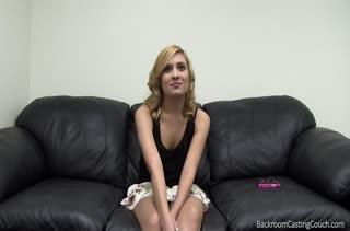 Чика разделась и ей провели секс кастинг 746