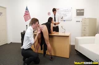 Порно видео на работе бесплатно в MP4 2329