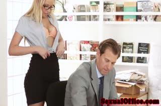 Горячий секс прямо в офисе 2922 скачать на телефон